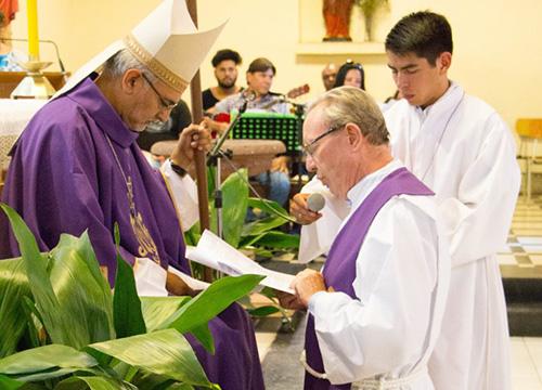Santo Cura de Ars comienza su año con nuevo párroco