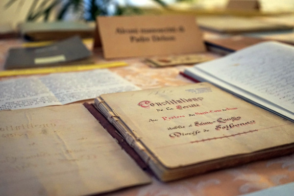 Aprobación definitiva de las Constituciones