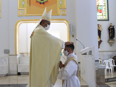Nouveau prêtre: P. Reges Henrique Mercílio
